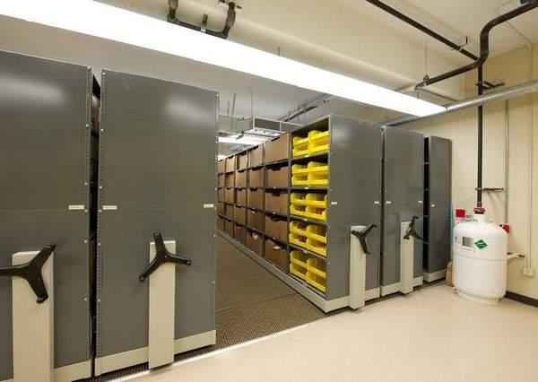 2012-08-12_Evidence-building-in-police-storage_02 2.jpg